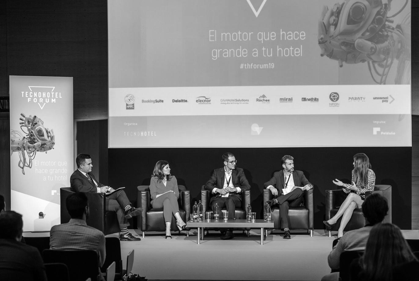 Sostenibilidad & Eficiencia, más allá del ahorro de costes. Debate TecnoHotel Forum